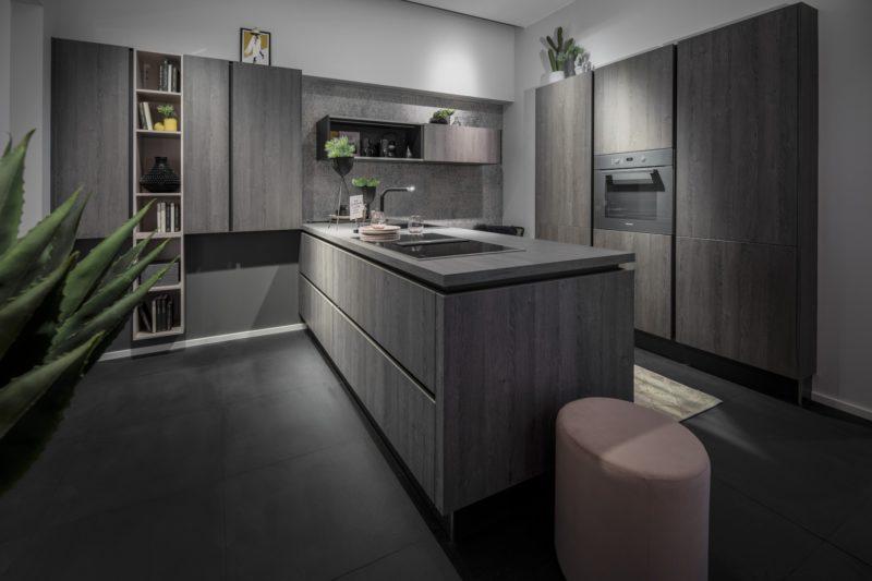 Greeploze keuken in grijs eiken