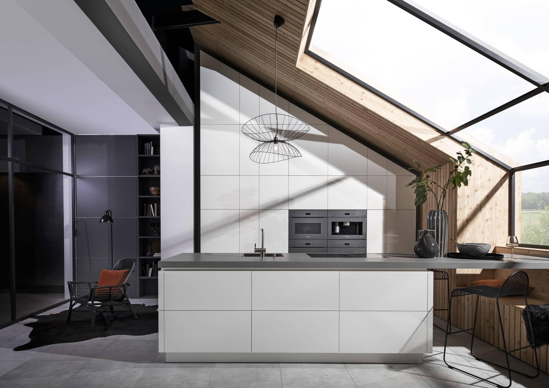 Hedendaags Hoogglans wit gelakte keuken   Keukencentrum Uniek in Hoogeveen DV-43